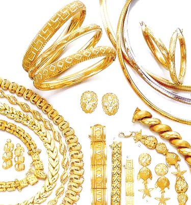 wear gold jewelry