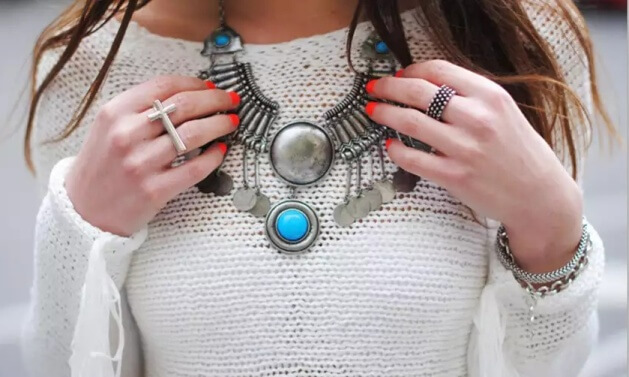 combine clothes and jewelry